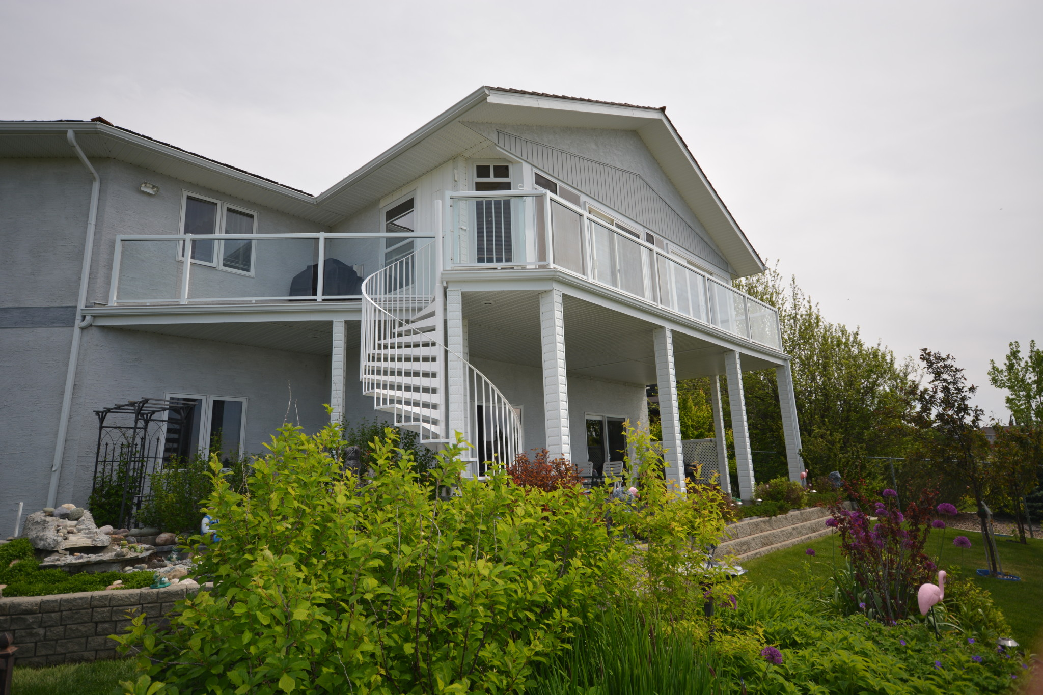 Alta Aluminum sunroom on a large deck with a winding metal staircase