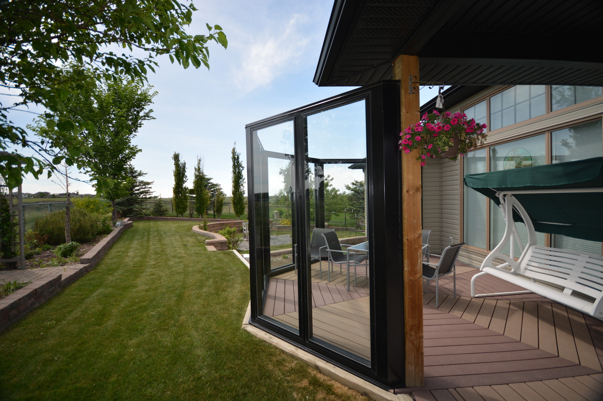 Alta Aluminum Wind wall in a large outdoor space